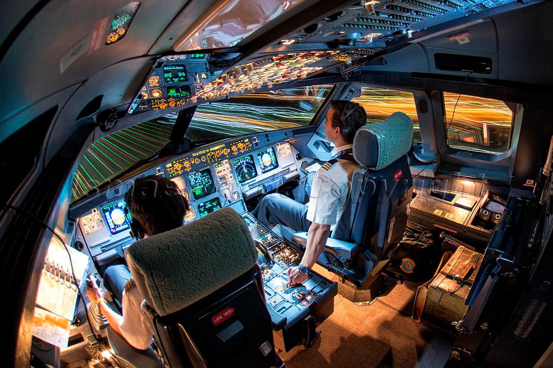 картинка кабина самолета без пилота курицей