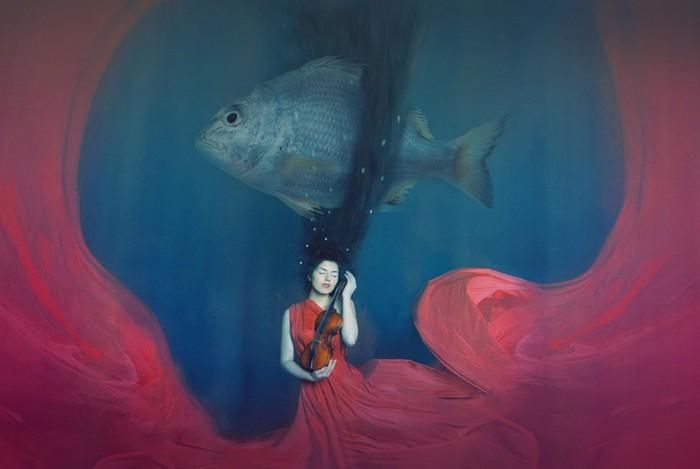 Девушка и рыба. Фото: Катерина Плотникова