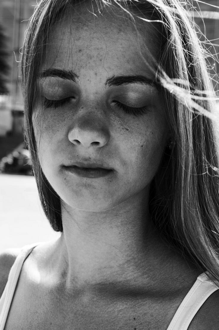 Женский черно-белый портрет. Фото Михаила Рыжова