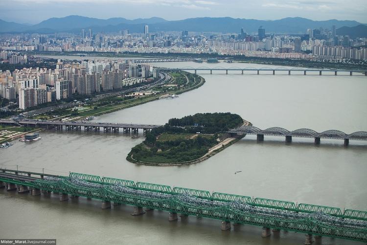 Районы соединяются при помощи мостов