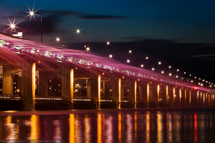 Автомобильный мост Банпо ночью