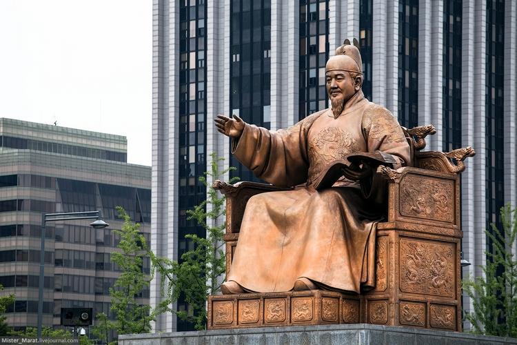 Сеул. Памятник королю Седжонгу