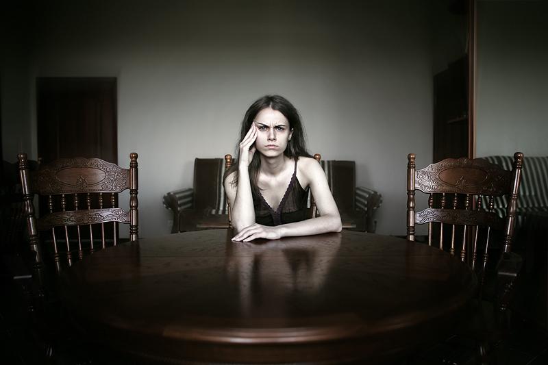 Задумчивая девушка. Фото Ефима Шевченко