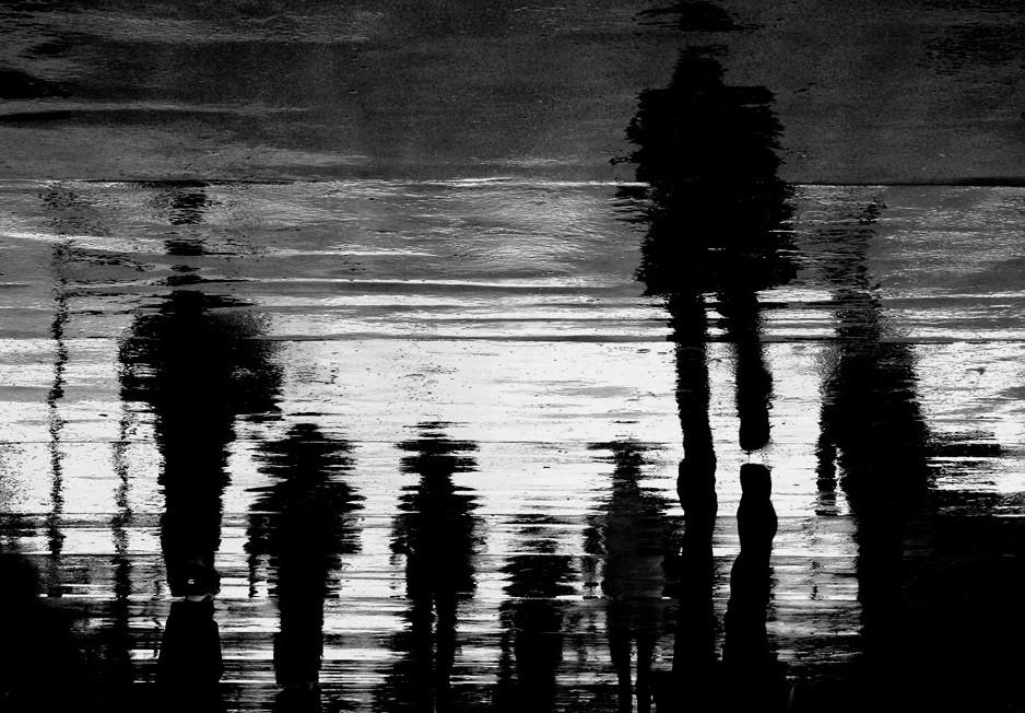 Отражения на асфальте. Фото: Anja Buehrer