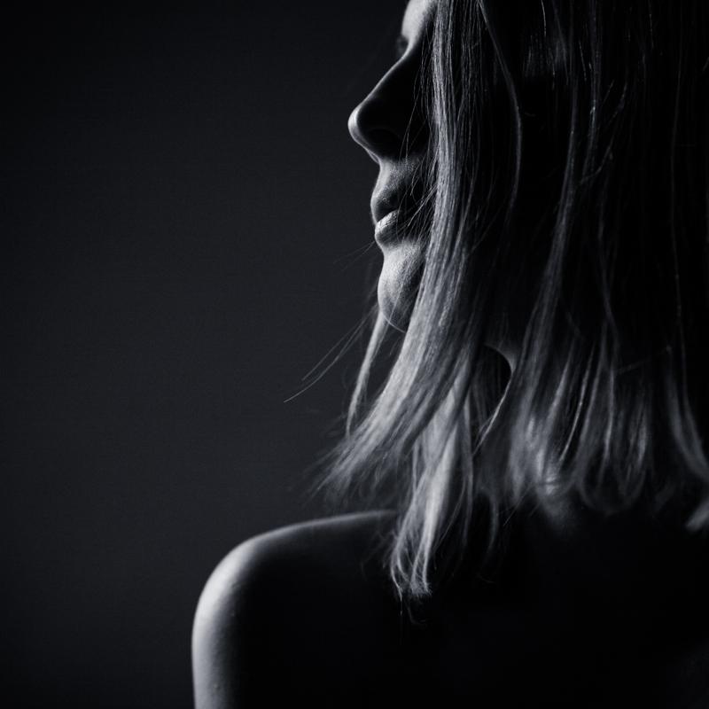 Женский профиль. Фото Игоря Пичугина