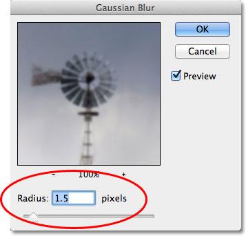 Показатель Radius задает степень размытия слоя