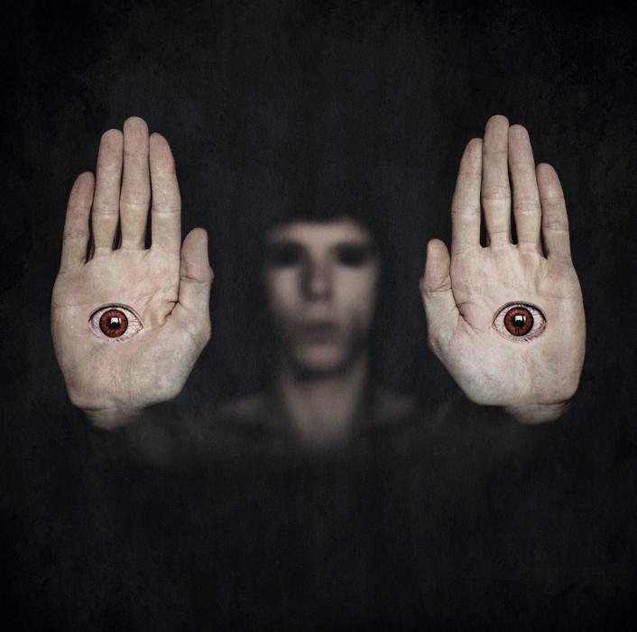 Руки с глазами. Фото: Ronny Engelmann