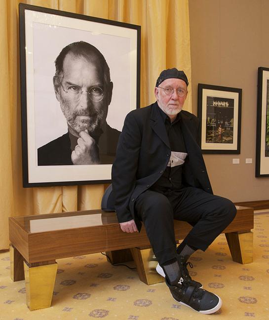 Фотограф Альберт Уотсон с портретом Стива Джобса