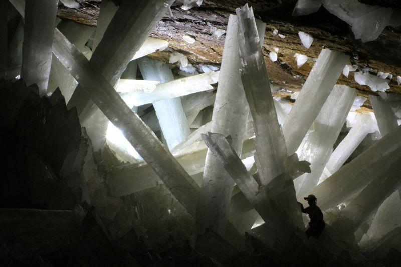 Пещера в Мексике, полная огромных кристаллов. Фото: Alexander Van Driessche
