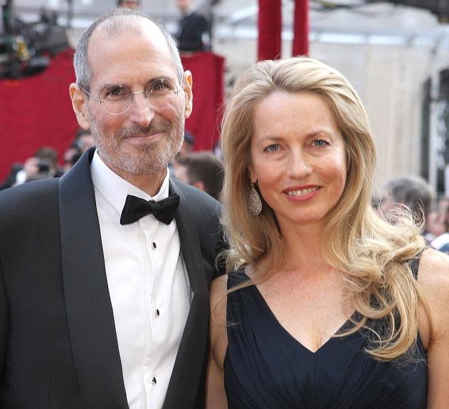 Джобс с супругой Лорен Пауэлл