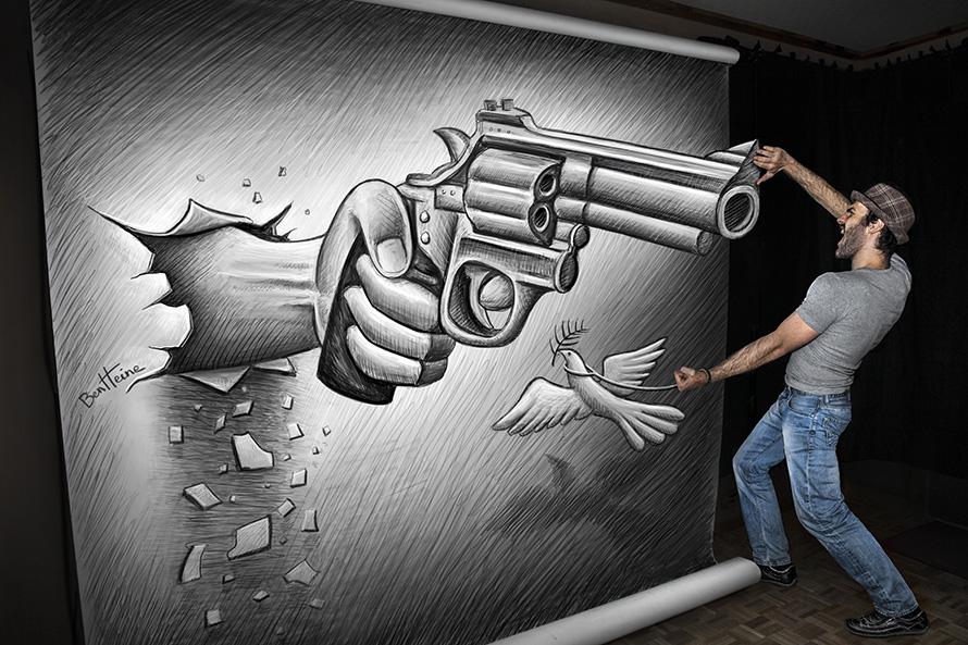 Пистолет. Рисунок и фотография Бена Хайне