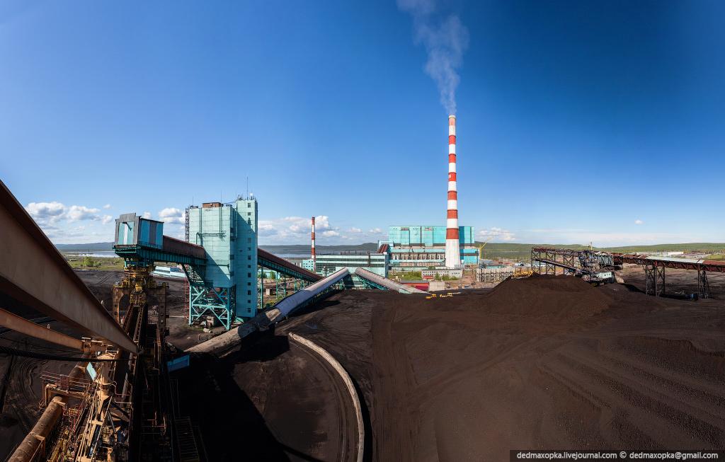 Панорама угольного склада с видом на станцию