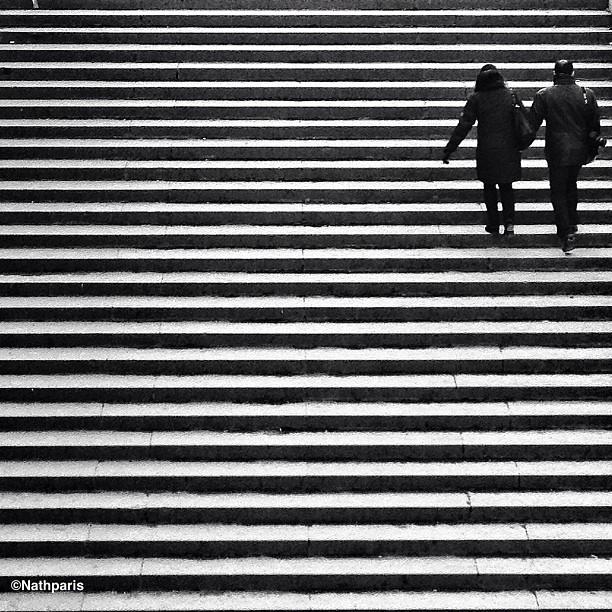 Лестница и прохожие. Фото: Натали Жеффруа
