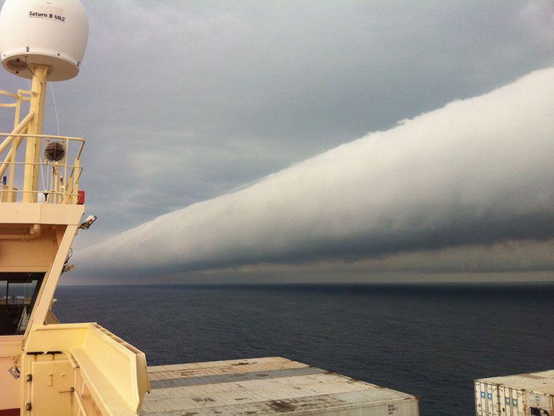 Валовое облако в открытом море. Фото: Capt. Andreas M. van der Wurff
