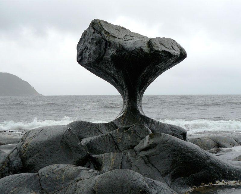 Камень и океан. Фото: CHELL HILL