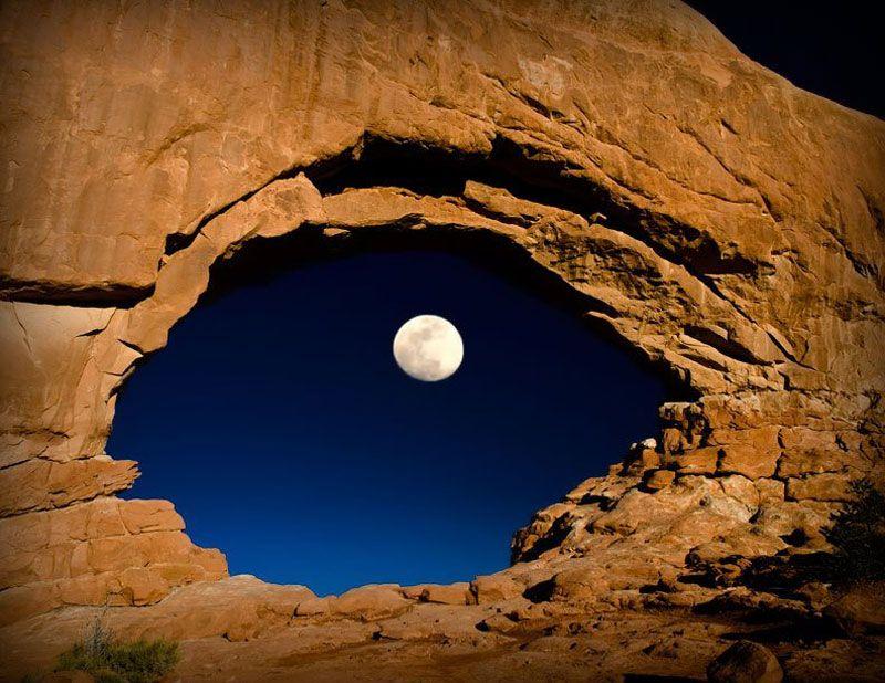 Луна и пещера. Фото: LYNN SESSIONS