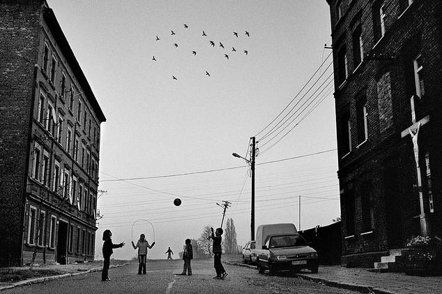Дети играют на улице. Фото: Aleksander Prugar
