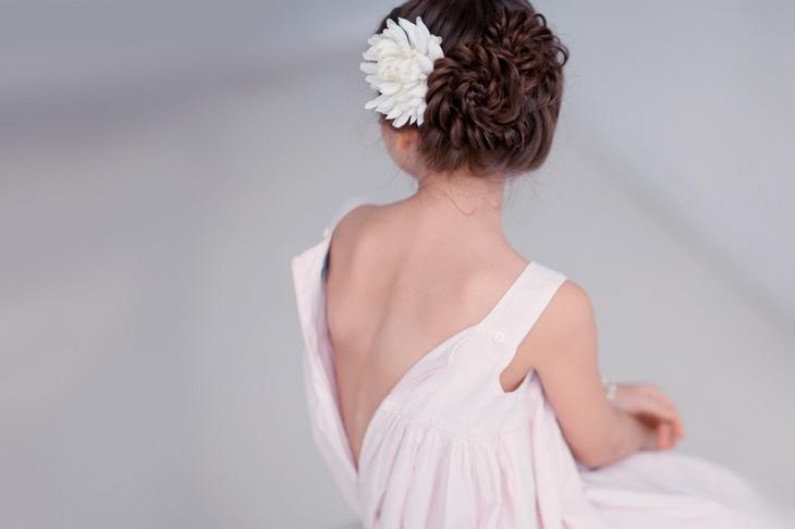Девочка в белом платье. Фото: Юлия Зальнова