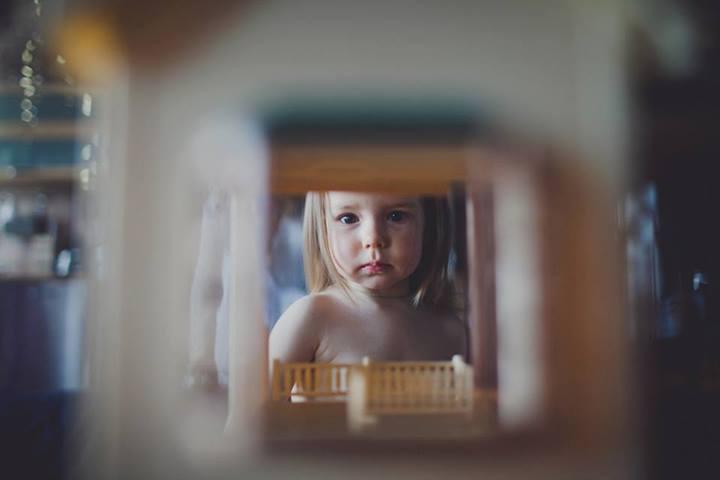 Девочка у зеркала. Фото: Наталия Федорова