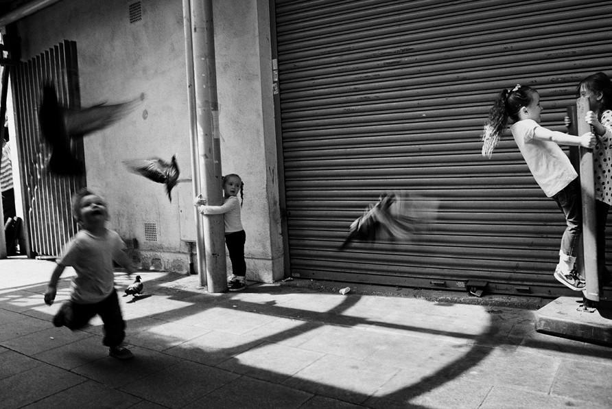 Дети на улице. Фото: Jo Wallace