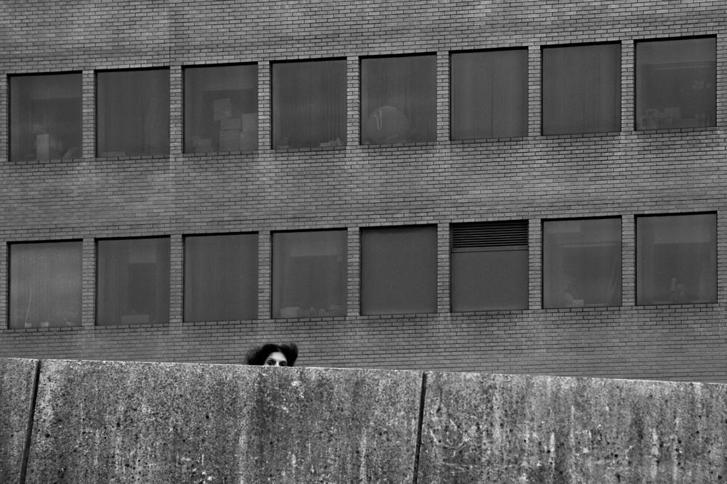 Окна и взгляд. Фото: Anastasios Tziogas