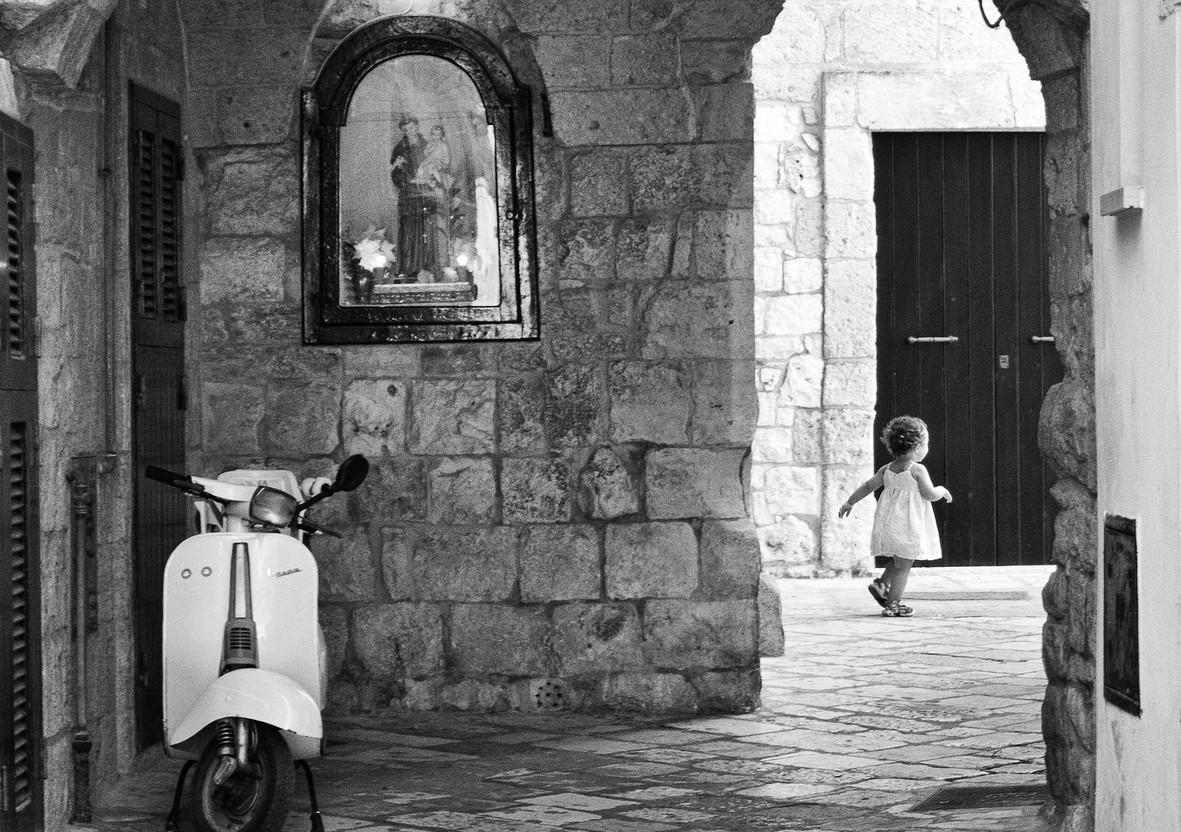 Мотоцикл на улице. Фото: Carmelo Erama