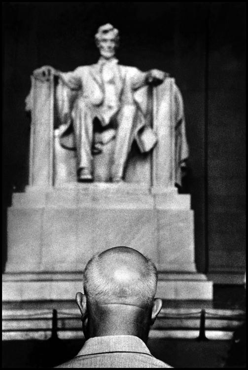 Никита Хрущев на фоне памятника Аврааму Линкольну. Фото: Берт Глинн