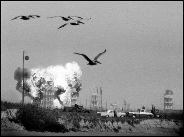 Мыс Канаверал, Штат Флорида, СШВ. 1957 г. Первая попытка запустить космический спутник обернулась взрывом. Фото: Берт Глинн