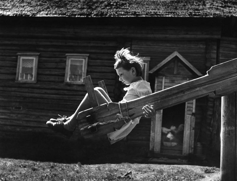 «Качели», 1977 год. Фото: Михаил Голосовский