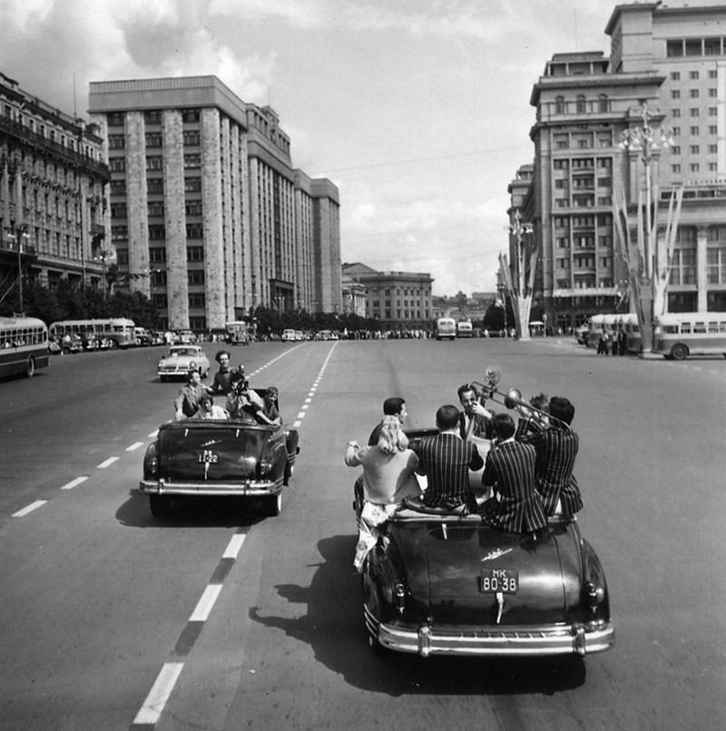 Фестиваль молодежи и студентов на улицах Москвы. 1957 год. Фото: Михаил Трахман