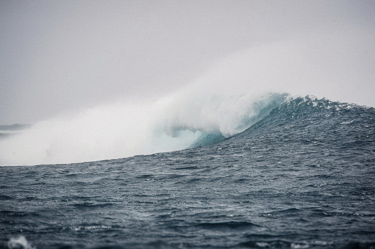 Волны закручиваются в трубы
