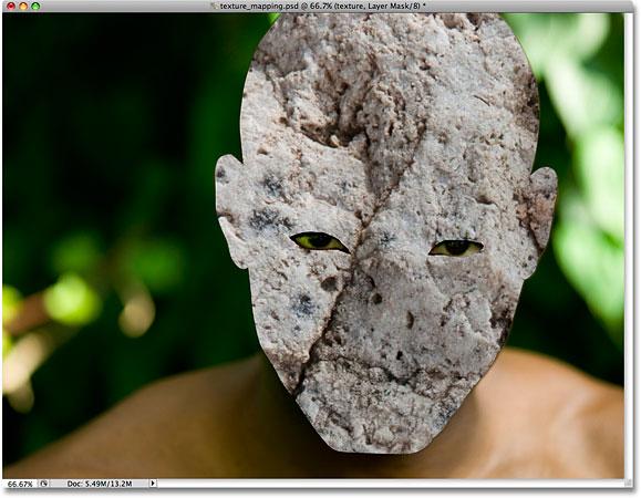 Благодаря маске слоя текстура осталась только на лице