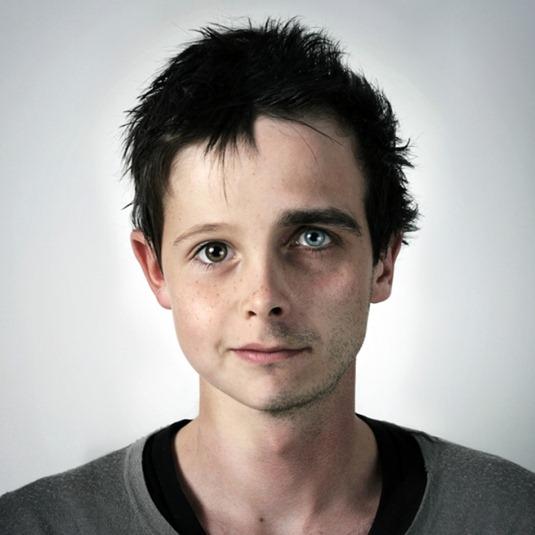 Отец и сын. Нэтан — 7 лет, Ульрик 29 лет. Работа Ульрика Колета из серии «Генетические портреты»
