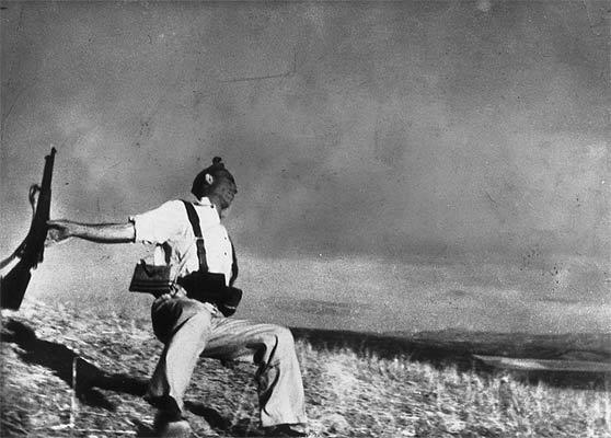 Роберт Капа: падающий солдат, испанская гражданская война, 1936 год