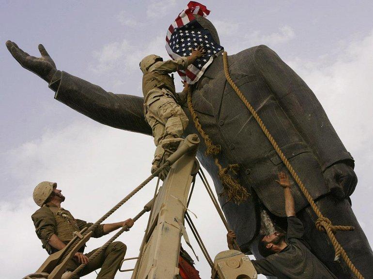 Обрушение статуи Саддама Хусейна в Багдаде, 2003 год