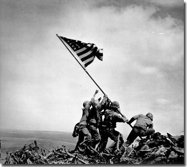 Джо Розенталь. Американский флаг над Иводзимой, 1945