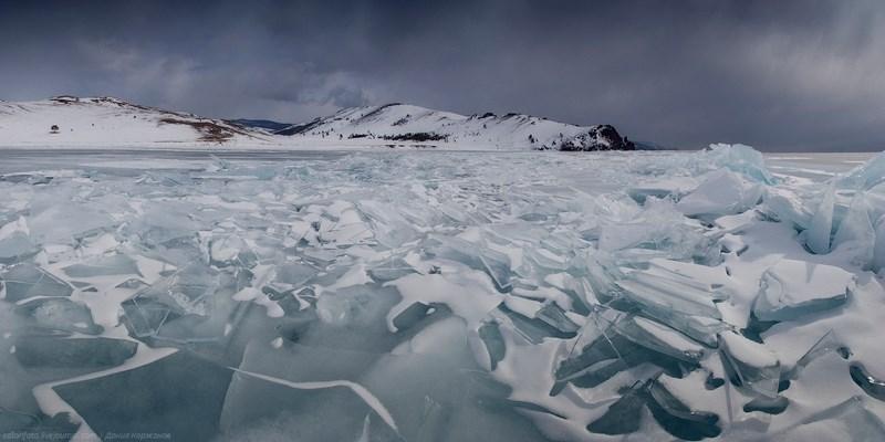 Зимние ледовые пейзажи Байкала