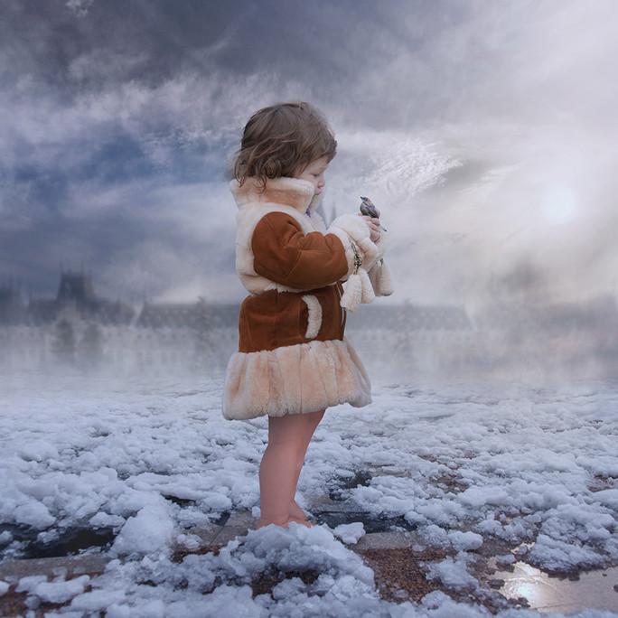 девочка на снегу. Фото: Карас Йонут