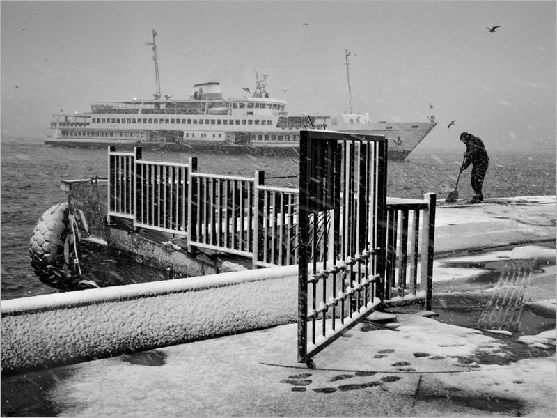 Метель на пристани в Стамбуле