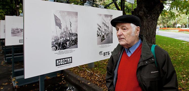 Виктор Ахломов