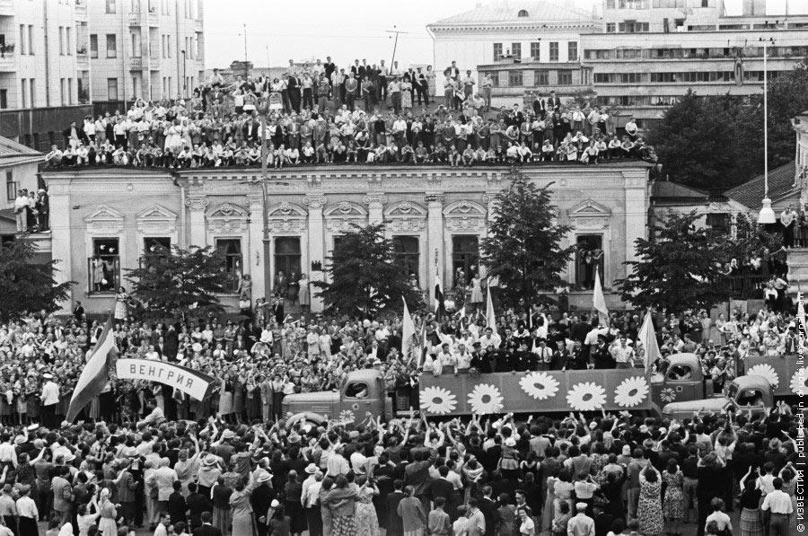 Виктор Ахломов, «Москва, Садовое кольцо, VI Всемирный фестиваль молодежи и студентов», 1957 г.