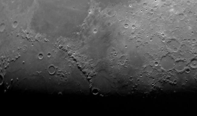 Рекомендация жюри: «Лунные горы». (Jacob Marchio/Astronomy Photographer of the Year)