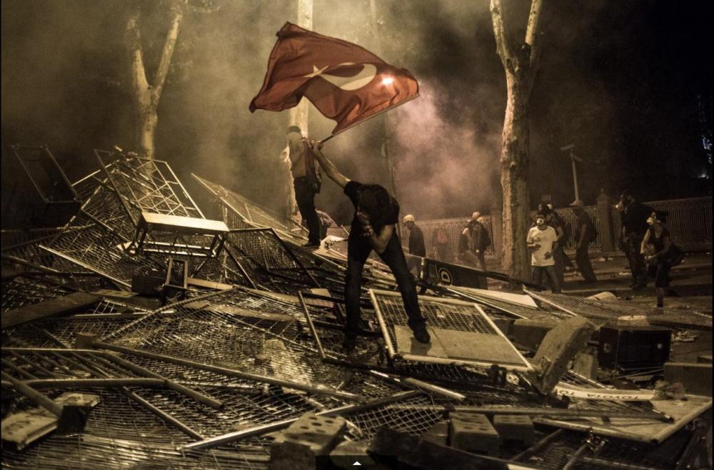 Июньские протесты в Стамбуле. Фото: Daniel Etter—Redux