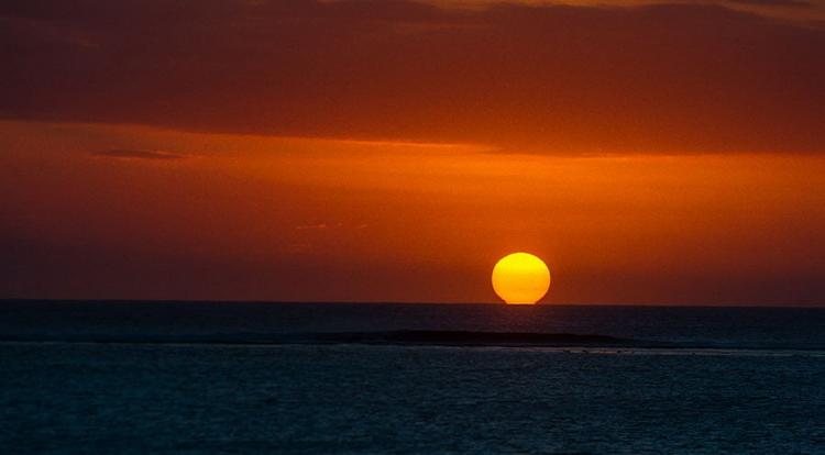 Закат на Маврикии. Nikon D4 и 70–200 F/2,8 работают так же, как если бы не летали с нами по лодке