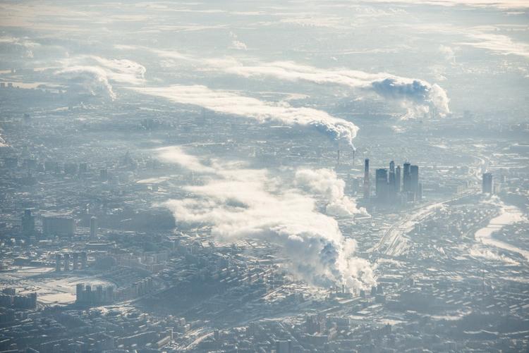 Первая поездка с Nikon D800 закончилась нереальной фотосессией из окна самолета, когда мы пролетали над Москвой в идеально солнечный морозный день.