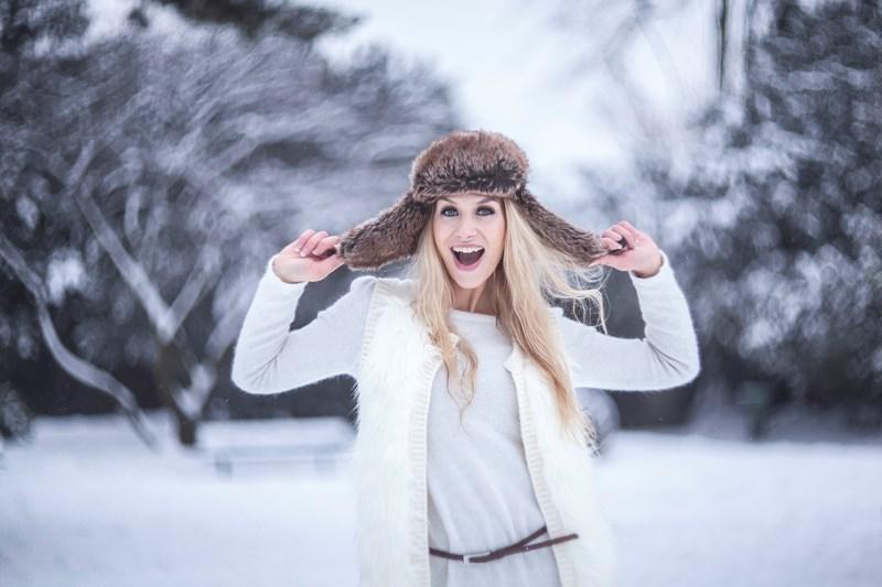 Фото на Гелиос, Fabien Petit.  Девушка в зимнем лесу
