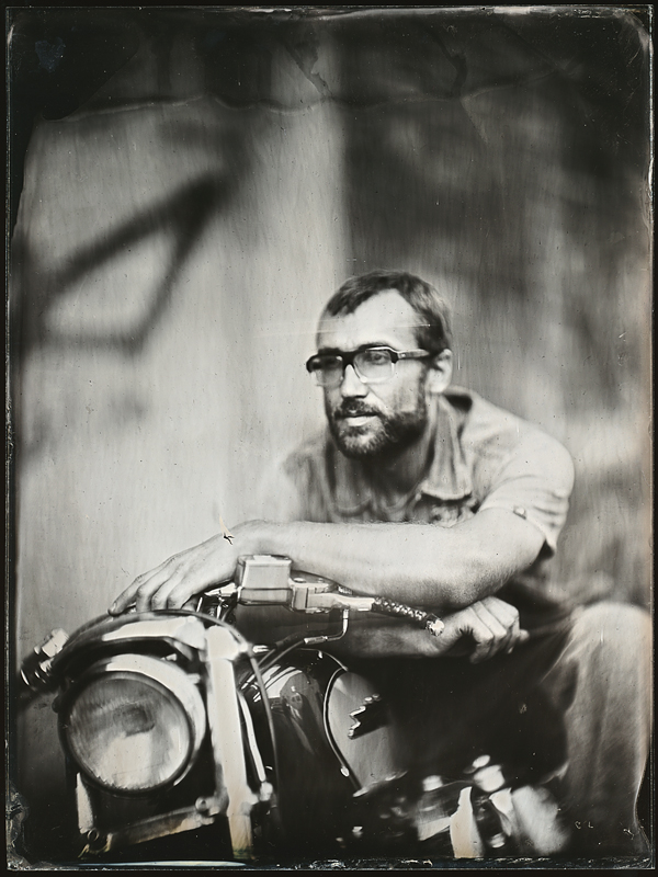 Мужчина с мотоциклом.  Амбротипия. Фото: Андрей Шерстюк