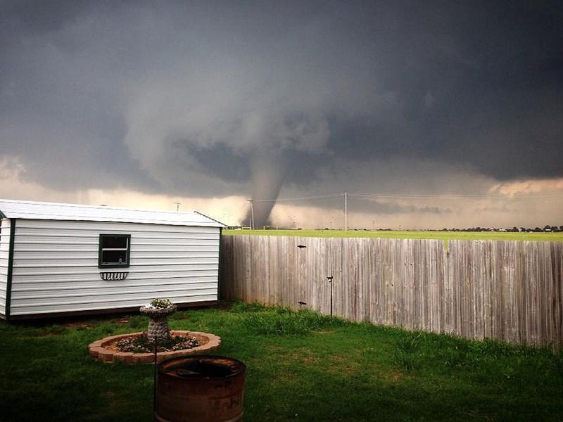 Впечатляющий любительский кадр одного из торнадо Оклахоме.