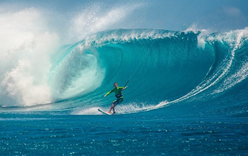 Серфинг. Фото Кирилла Умрихина. На фото Артем Халявин