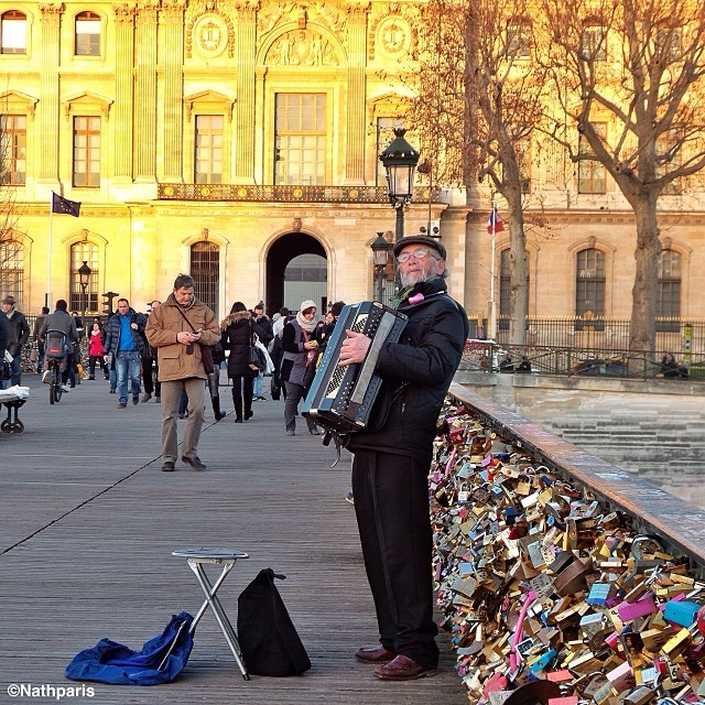 Аккордеонист, Париж,  инстаграм фото